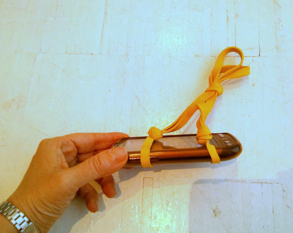 Ancoraggio telefono con elastici